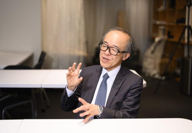 VRの研究開発は「第一次ブーム」と「第二次ブーム」に分かれると解説する廣瀬氏