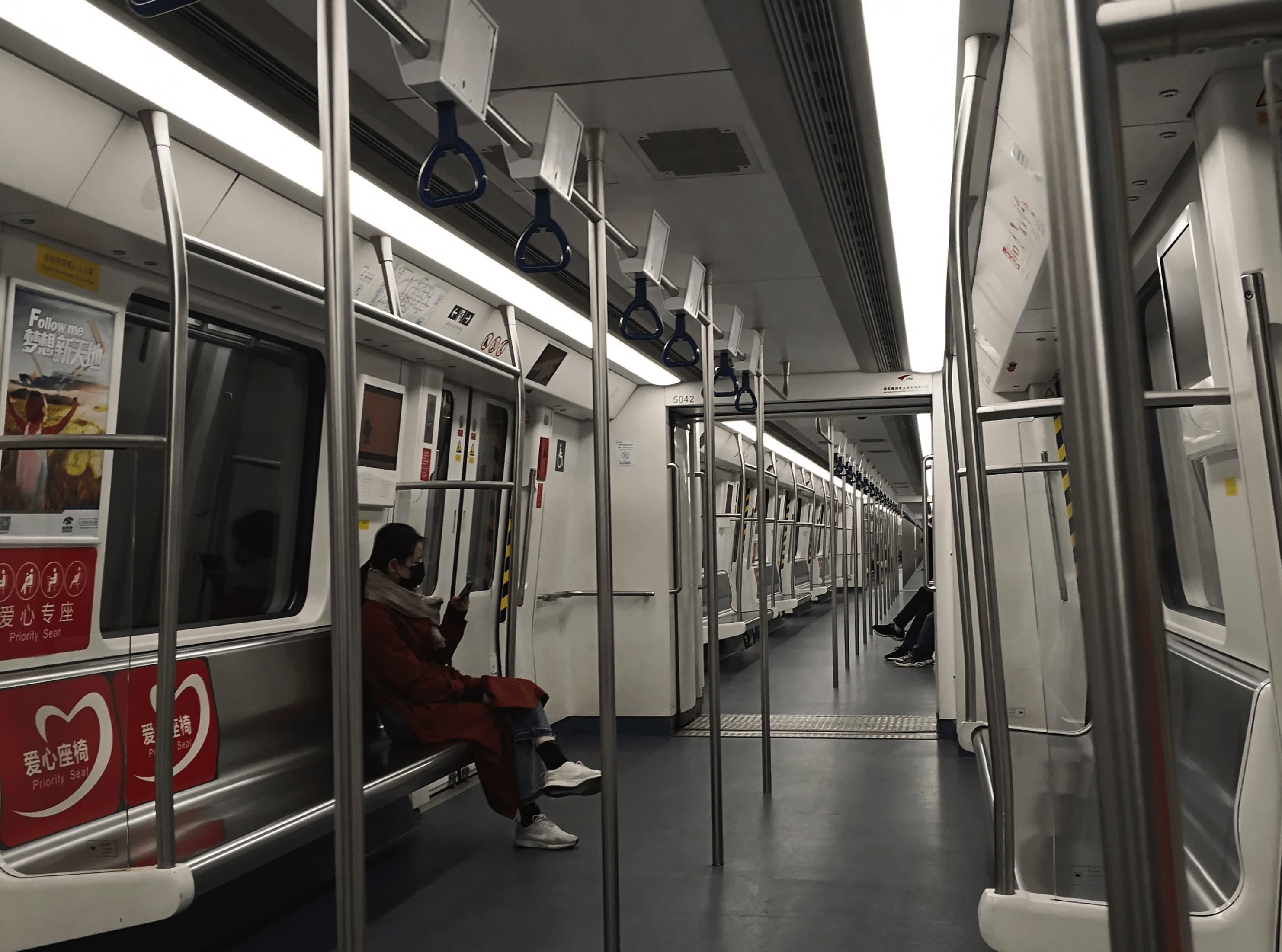 深セン市のほとんど乗客がいない地下鉄(筆者取材時に撮影)