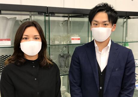 3Dプリンター製のマスクを着用(イグアス株式会社のリリースより)