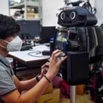 新型コロナとの闘いに「忍者ロボット」参上、タイ病院で活躍