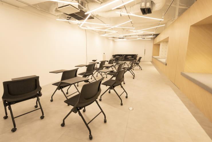 オブザーバー席(写真右側)も用意された「iLect Studio」の様子