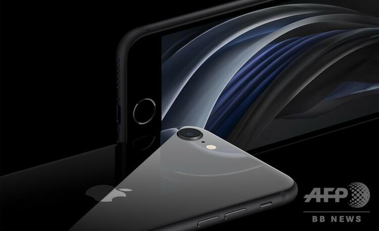 米アップルの人気スマートフォンの廉価版「iPhone SE」の新型モデル。同社提供(2020年4月15日提供)。(c)AFP PHOTO /APPLE INC./HANDOUT