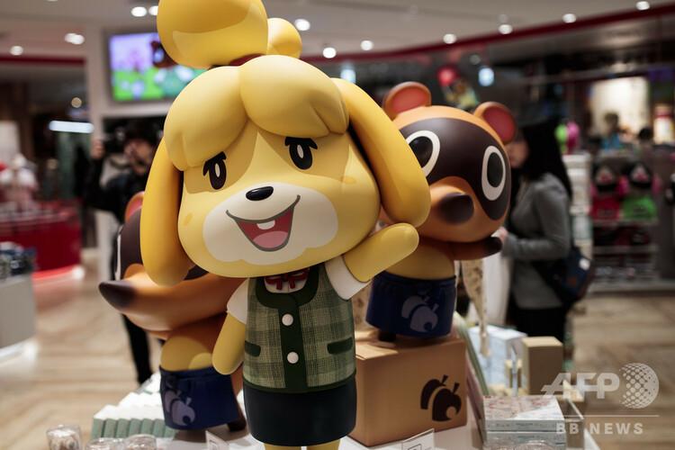 都内の任天堂の店舗に登場した「どうぶつの森」シリーズのキャラクターたち(2019年11月19日撮影)。(c)Behrouz MEHRI / AFP