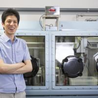 """実験が100倍高速化 """"空気電池""""開発に自動化システムがもたらす影響とは"""