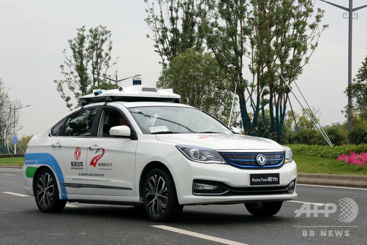 5G+北斗システムが導入されている武漢国家インテリジェント・コネクテッドカーテストモデル区で走る自動運転車両(2019年10月23日撮影、資料写真)。(c)CNS/任海霞