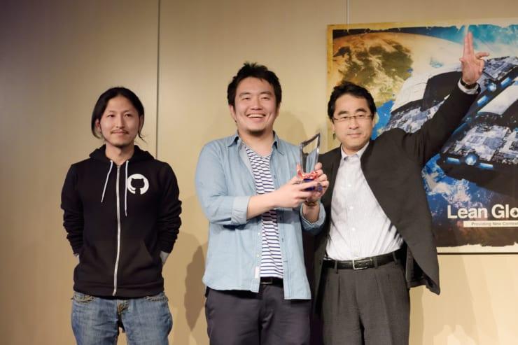 オンラボのデモデイのピッチで見事に最優秀賞を獲得した宮田氏(中央)