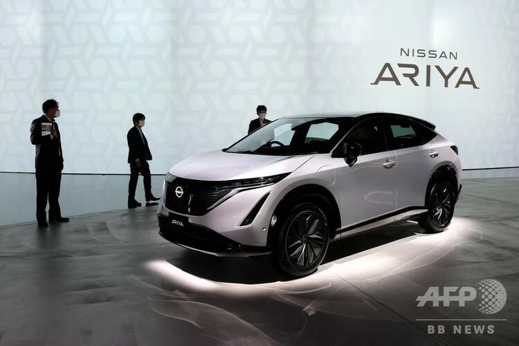 日産自動車が発表した新型電気自動車(EV)「アリア」。横浜市のニッサンパビリオンで(2020年7月14日撮影)。(c)Kazuhiro NOGI / AFP