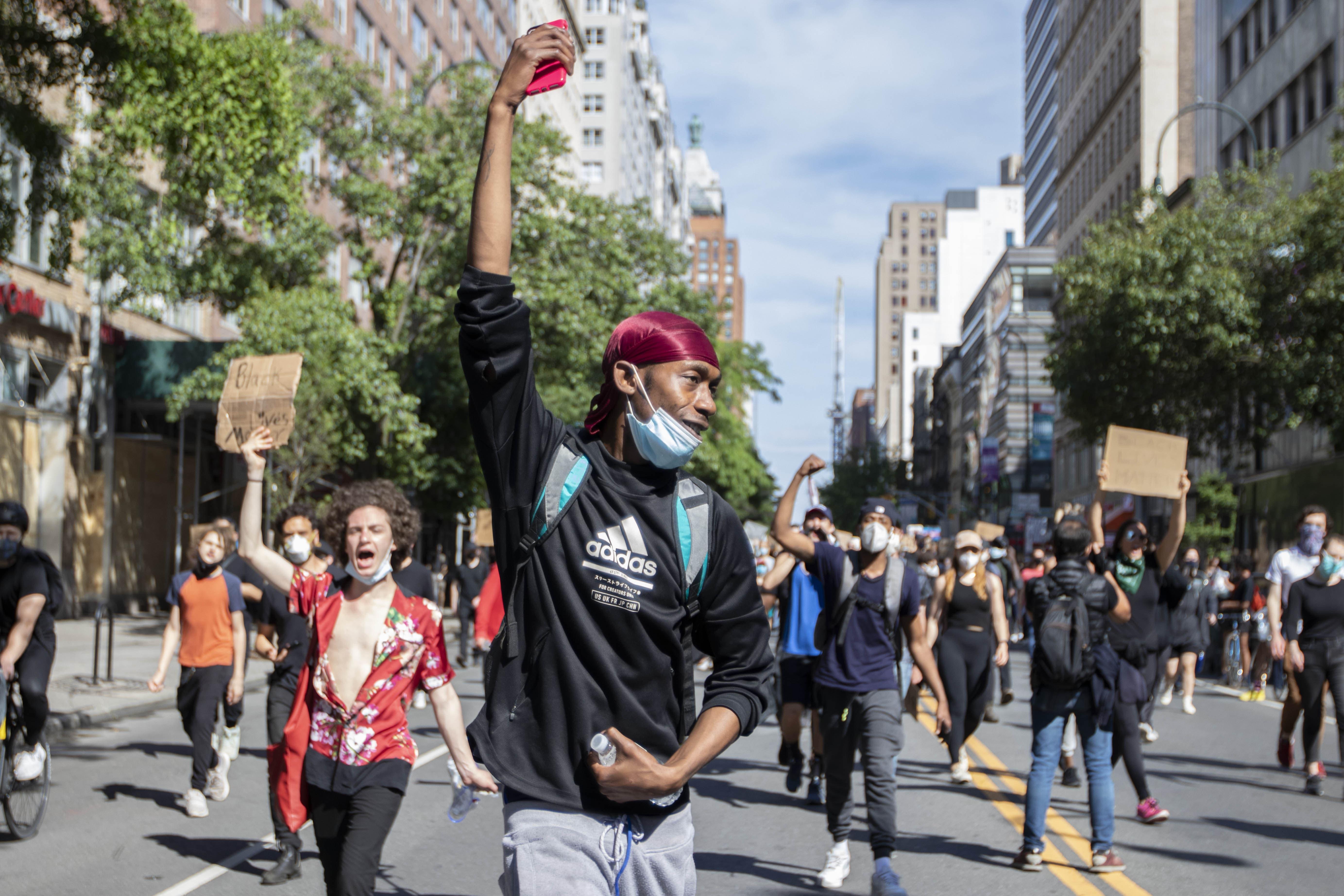 全米に広がった反黒人差別デモではスマホのアプリが重要な役割を果たしている(撮影/新垣謙太郎=ニューヨーク市)