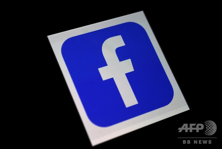 フェイスブックのロゴ(2020年3月25日撮影)。(c)Olivier DOULIERY : AFP