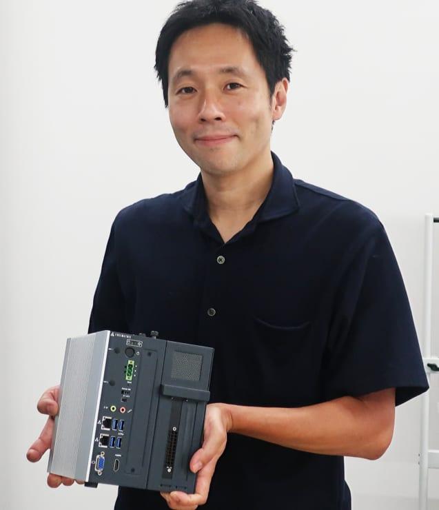 「EDGE AI Box」の説明を行う鈴木氏
