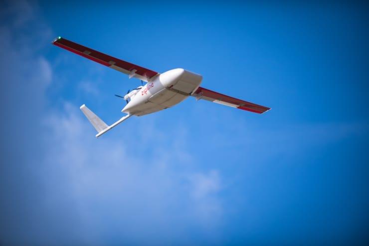 飛行中のジップライン社のドローン(写真:ジップライン提供)