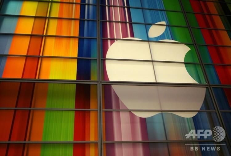米アップルのロゴ。米カリフォルニア州サンフランシスコで(2012年9月11日撮影、資料写真)。(c)KIMIHIRO HOSHINO / AFP