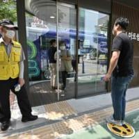 検温ドアに紫外線消毒 韓国バス停に「ハイテク待合所」