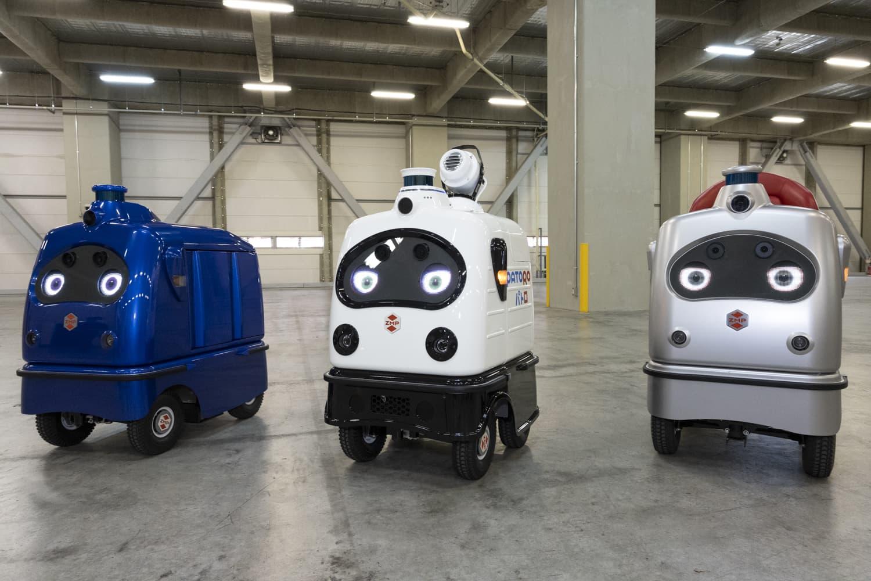 株式会社ZMPが「ZMP World 2020」で発表した低速自動運転ロボット(左:無人宅配ロボ「デリロ」、中央:無人警備・消防ロボ「パトロ」、右:一人乗りロボ「ラクロ」)