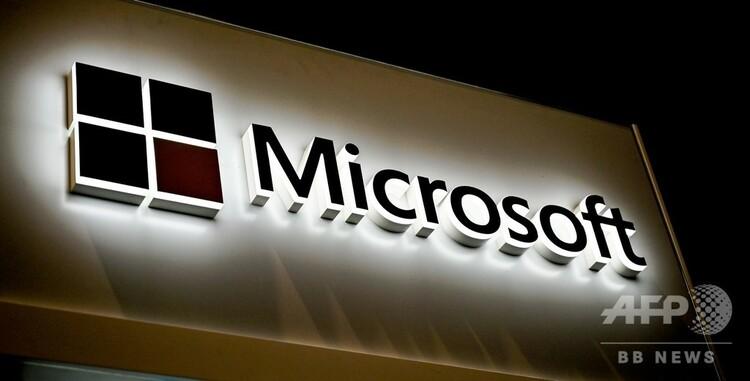 仏リールで開かれた国際サイバーセキュリティーフォーラム会場に掲げられた米マイクロソフトのロゴ(2020年1月28日撮影、資料写真)。(c) DENIS CHARLET / AFP