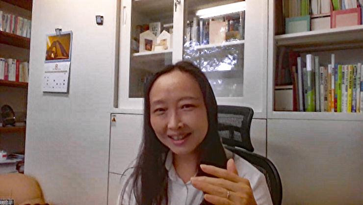 山梨大学工学部コンピューター理工学科の茅 暁陽(まお・しやおやん)教授。リモート取材を実施