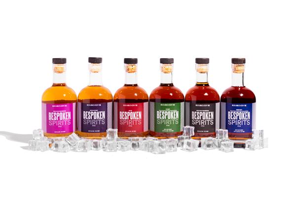 左から右へ:バーボンマッシュから蒸留したウイスキー(90プルーフ)、アメリカンライトウイスキー、ダークラム、ライウイスキー、バーボンマッシュから蒸留したウイスキー(100プルーフ)、バーボンウイスキー(画像はBespoken Spirits社リリースより)