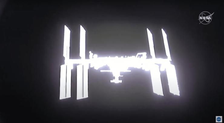 ドッキング前のクルードラゴンから見たISS(NASA TVより)