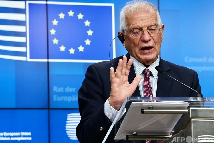 ベルギーのブリュッセルで、欧州連合(EU)の非公式な国防相ビデオ会議の最後に記者会見するEUのジョセップ・ボレル外交安全保障上級代表(外相、2020年11月20日撮影)。(c)Olivier HOSLET / POOL / AFP