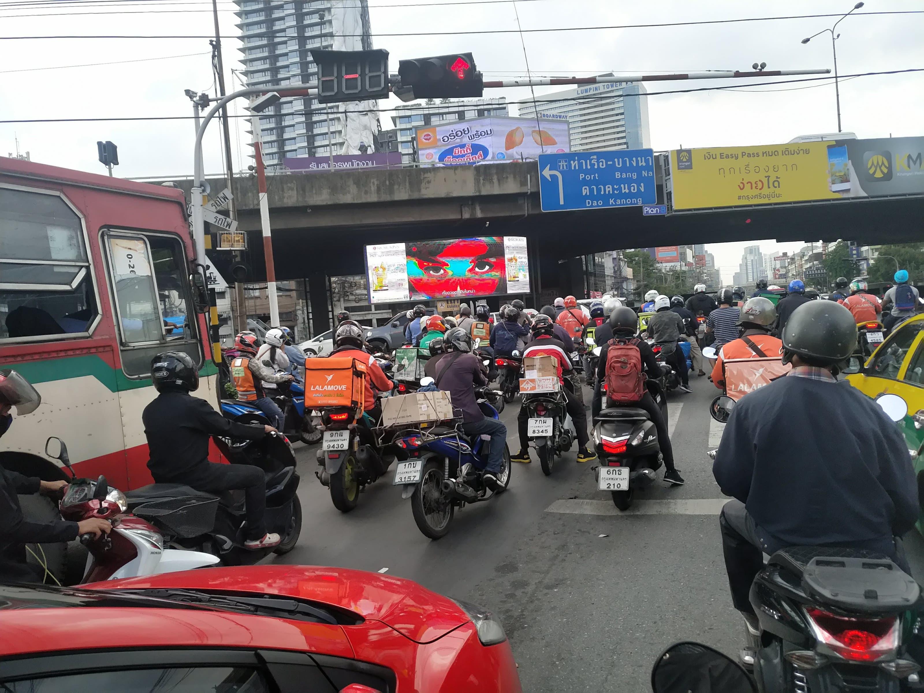 新興国の物流市場で活躍するのはバイク(写真はタイ)