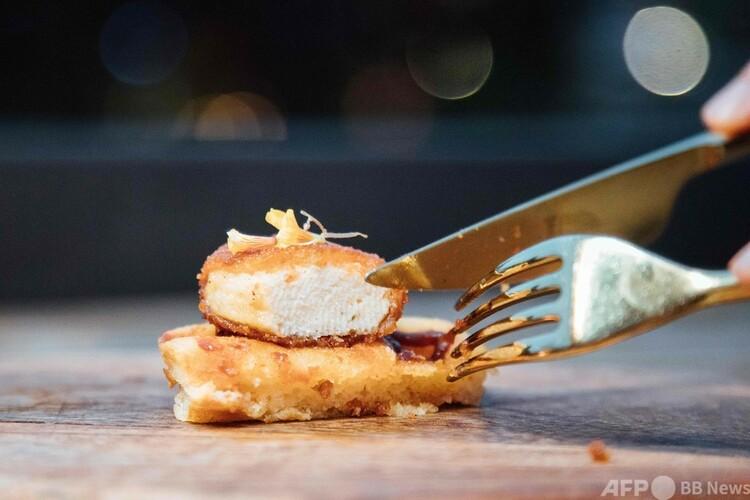 シンガポールのレストランで提供される、培養鶏肉でつくったチキンナゲット。イート・ジャスト提供(撮影日不明、2020年12月19日公開)。(c)AFP PHOTO : EAT JUST