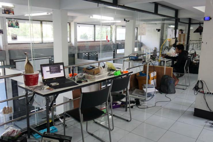 Chiang Mai Maker Clubビルの2Fにあるメイカースペース。チェンマイ工科大の学生が訪れることも多い