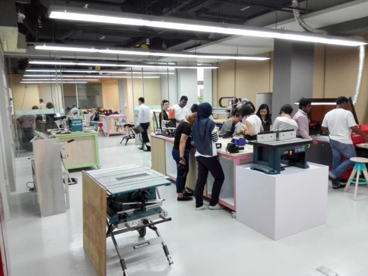 シンガポールのウィリアムとボブが運営するOneMakerGroupのHackerspace