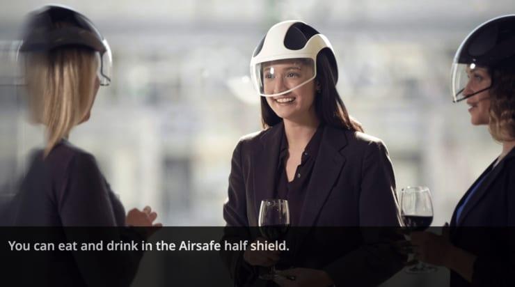 Seguroの「Airsafe」を着用し、飲食する様子(CES2021で同社提供の画像より)