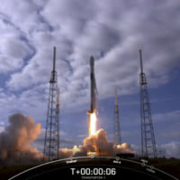 スペースX、衛星143機の同時打ち上げに成功 「史上最多」