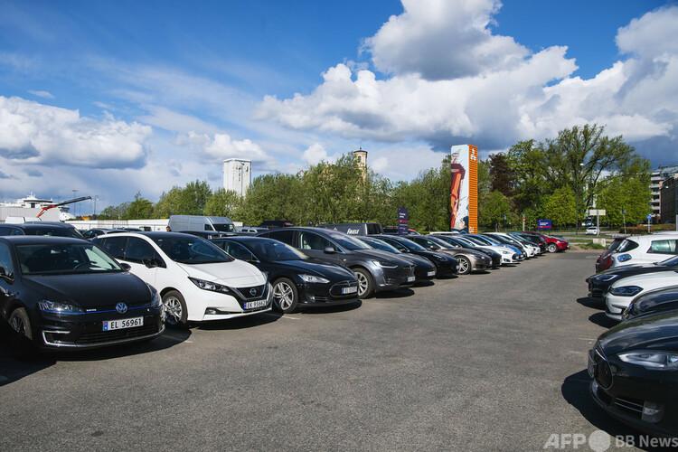 ノルウェー・オスロにある電気自動車のみの駐車場(2019年5月3日撮影、資料写真)。(c)Jonathan NACKSTRAND : AFP