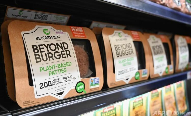 米ニューヨーク市内のスーパーで販売されているビヨンド・ミートの代替肉(2019年11月15日撮影)。(c)Angela Weiss / AFP