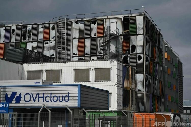 火災で被害を受けたクラウドサービス大手OVHcloudのデータセンター。仏ストラスブールで(2021年3月10日撮影)。(c)PATRICK HERTZOG : AFP