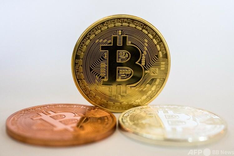 ビットコインのメダル(2018年2月6日撮影、資料写真)。(c)JACK GUEZ / AFP