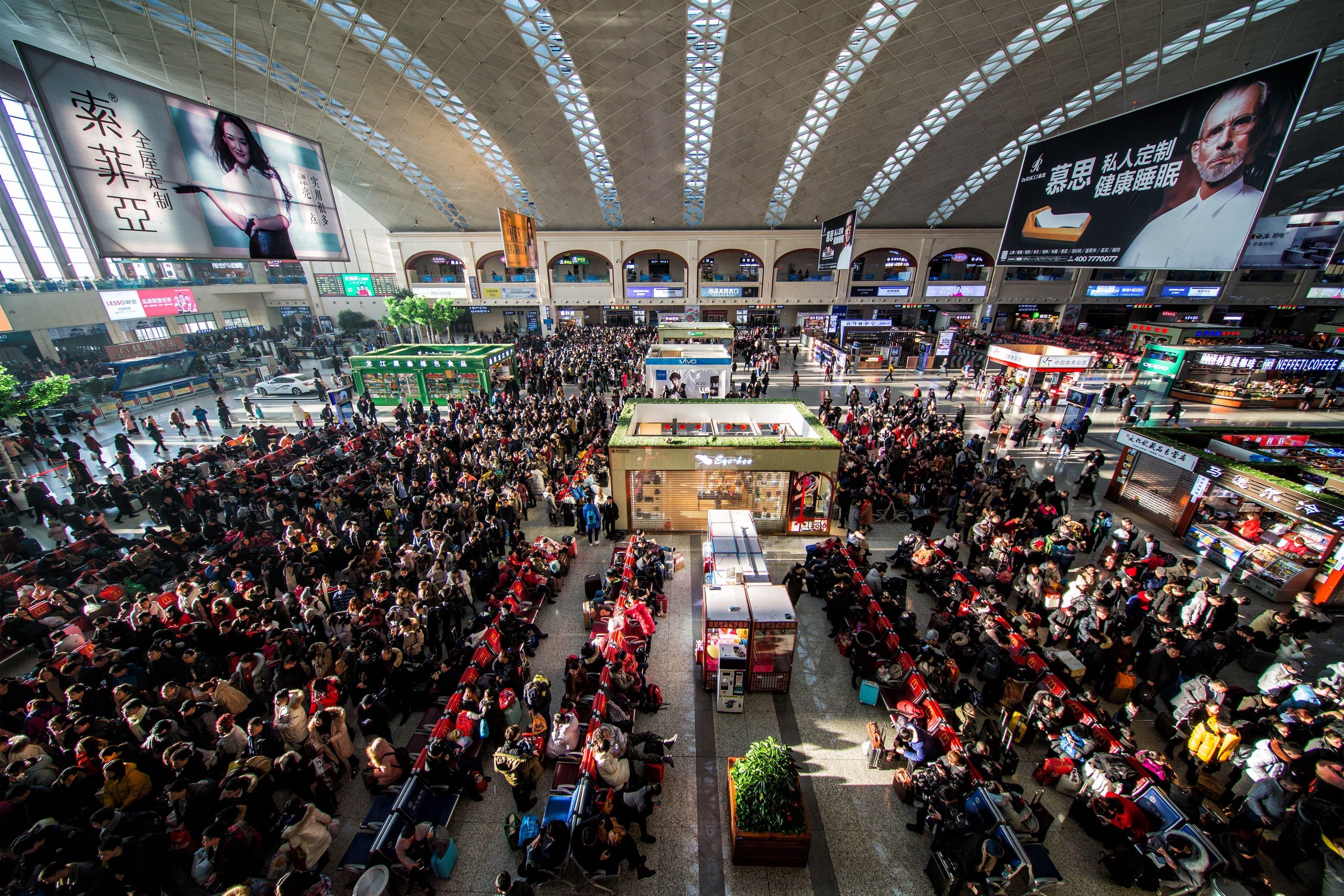 14億人の人口を抱える中国。日常生活のインフラ整備は大きな課題(高速鉄道ハルピン駅)