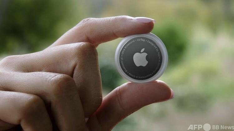 米アップルのイベントで公開された新製品「Air Tag」(2021年4月20日撮影)。(c)AFP PHOTO :Apple Inc.