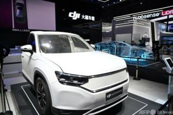中国・上海で開幕した上海モーターショーのDJIのブース(2021年4月20日撮影)。(c)Hector RETAMAL : AFP