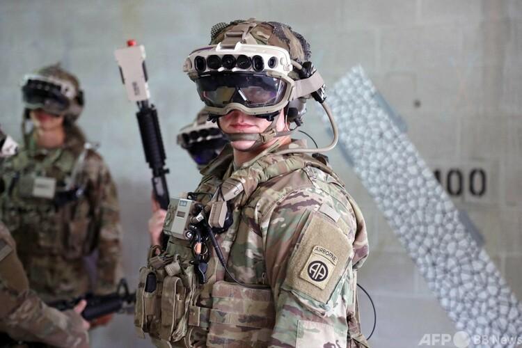 米バージニア州で行われた、統合視覚拡張システム(IVAS)を用いた訓練。米陸軍提供(2020年10月21日撮影)。(c)AFP PHOTO : US ARMY : COURTNEY BACON