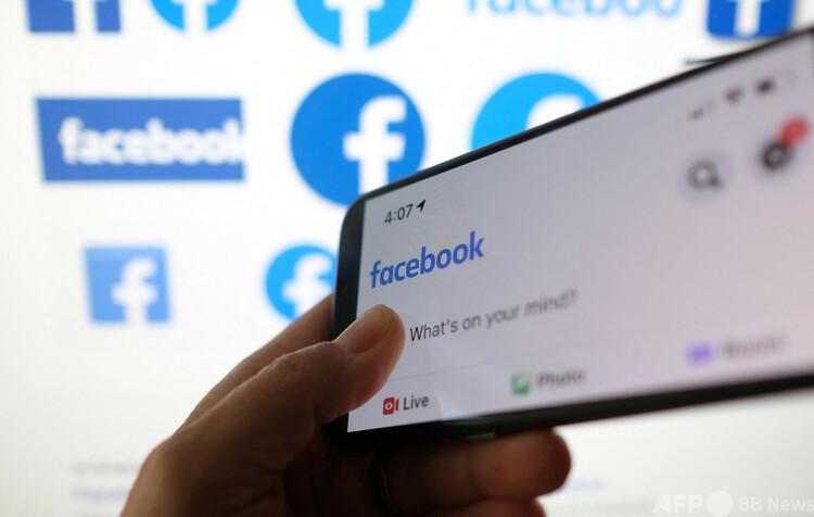 米交流サイト(SNS)大手フェイスブック(Facebook)のロゴ(2021年3月1日撮影、資料写真)。(c)Chris DELMAS / AFP