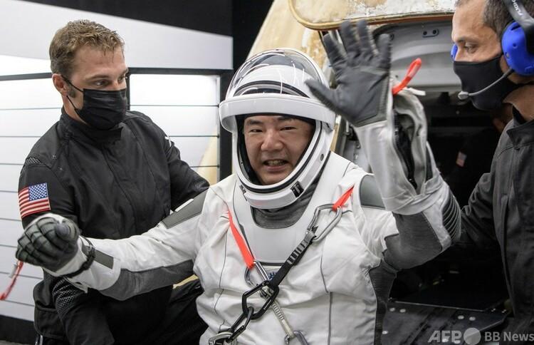 米宇宙開発企業スペースXの有人宇宙船クルードラゴンで地球に帰還した野口聡一氏。米航空宇宙局(NASA)提供(2021年5月2日公開)。(c)AFP PHOTO :NASA:Bill INGALLS