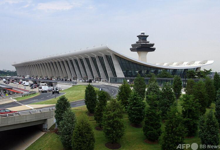 コロニアル・パイプラインがジェット燃料を供給する米ワシントン郊外のダレス国際空港(2008年6月15日撮影、資料写真)。(c)KAREN BLEIER : AFP