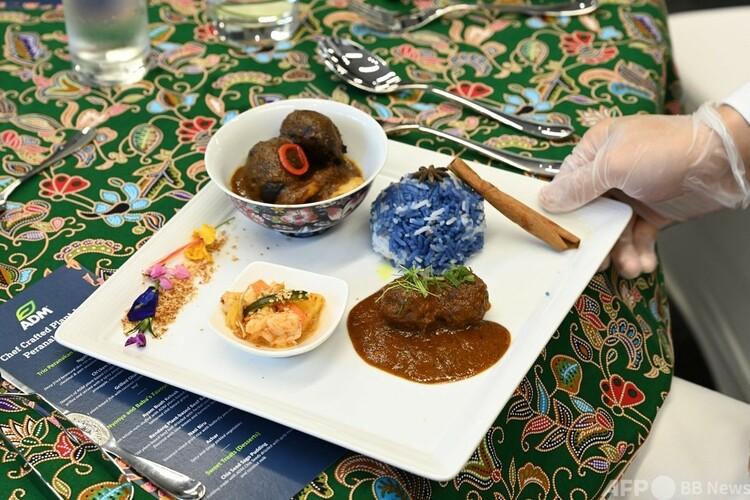 植物性代替肉を使った東南アジア料理。シンガポールのADM研究所にて(2021年4月21日撮影)。(c)Roslan RAHMAN : AFP