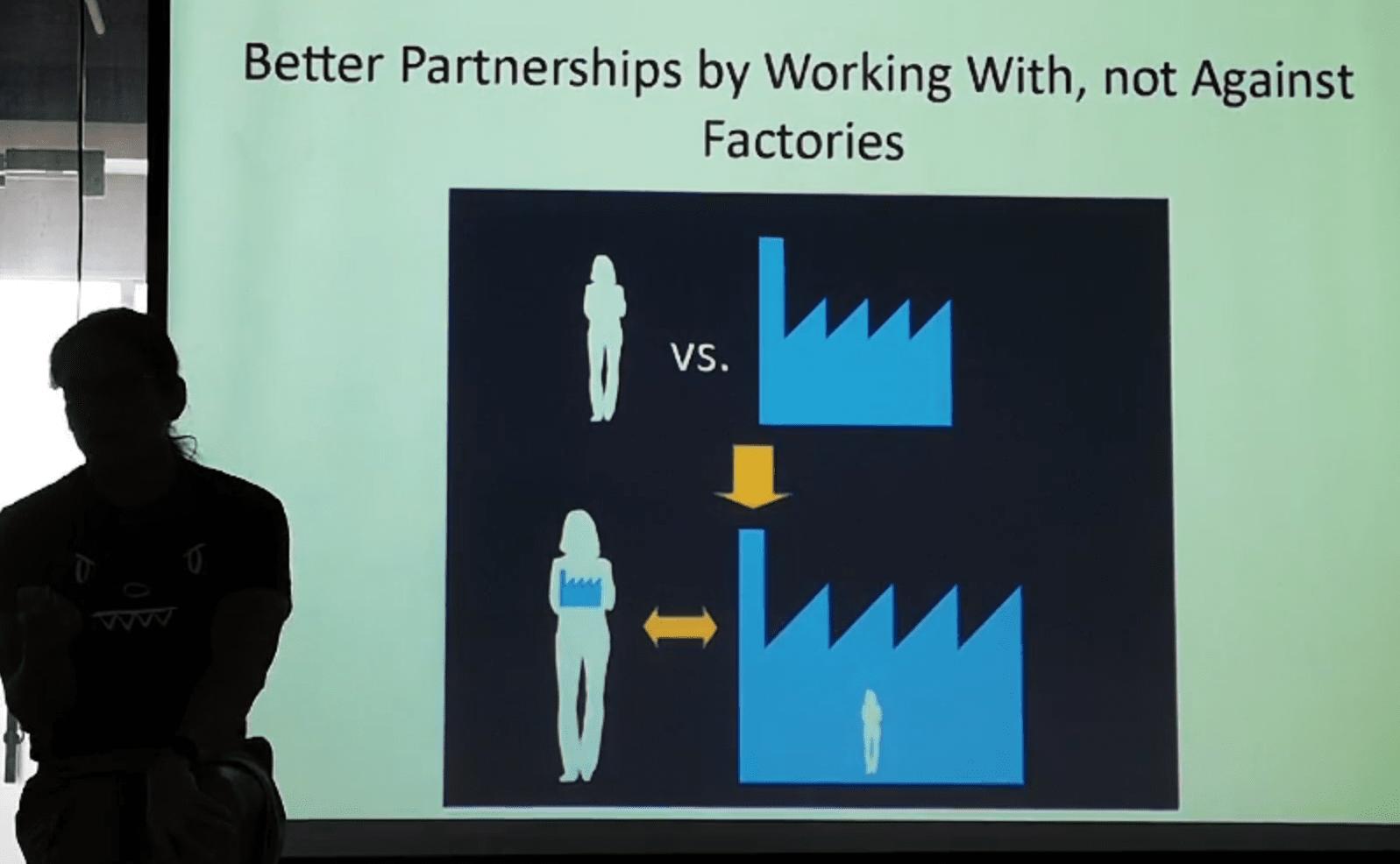 深センでハードウェアスタートアップたちに向けて行われた講座。「デザイナーは自分の中に工場を持ち、工場の中に入っていくべきだ」と語るバニー・ファン