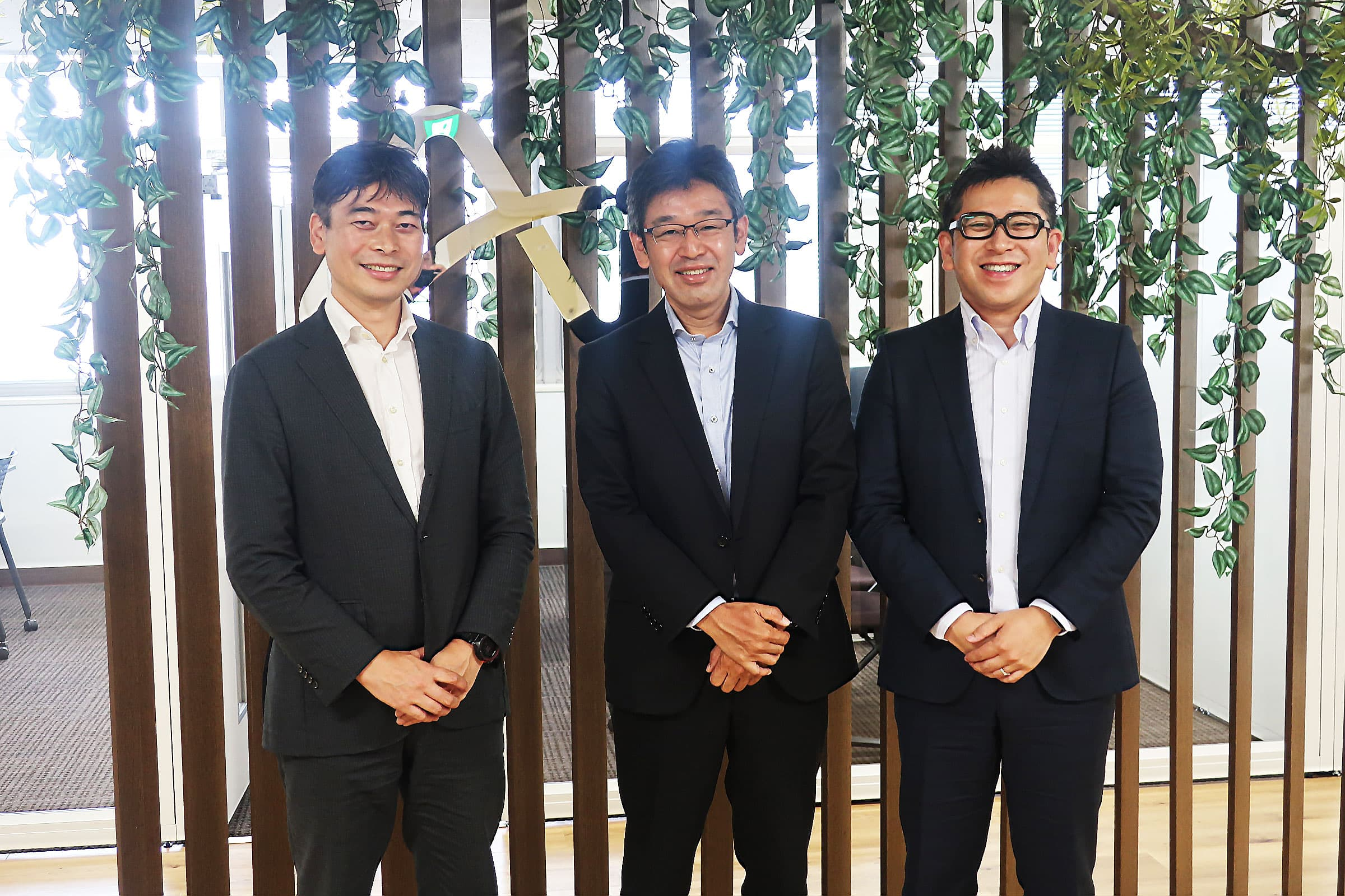 Beyond AI 研究推進機構にて、左から東京大学 田中謙司准教授、ソフトバンク松田慎一氏、同 國枝良氏