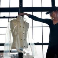 ファッション業界に技術革新の波 藻類のコートに見る「緑の未来」