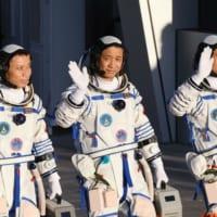 中国有人宇宙船打ち上げ成功 飛行士3人、宇宙ステーションに初滞在へ