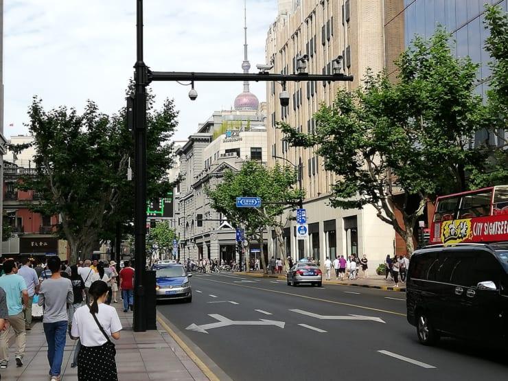 上海にて 歩行者を監視する路上のカメラ(資料写真:2019年6月撮影)