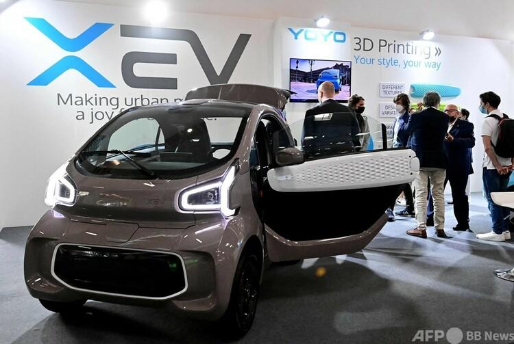 イタリア拠点のスタートアップ企業XEVの3Dプリンター成形EV「Yoyo」。独国際モーターショーで(2021年9月6日撮影)。(c)Tobias SCHWARZ : AFP