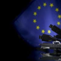 EU、スマホ充電器の端子統一を義務付けへ 米アップルに打撃