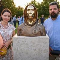 ビットコインの生みの親「サトシ・ナカモト」の像 ハンガリーに登場