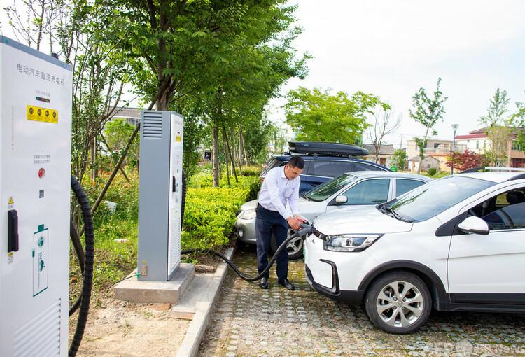 江蘇省海安市にある充電ステーション(2021年5月21日撮影、資料写真)。(c)CNS:翟慧勇